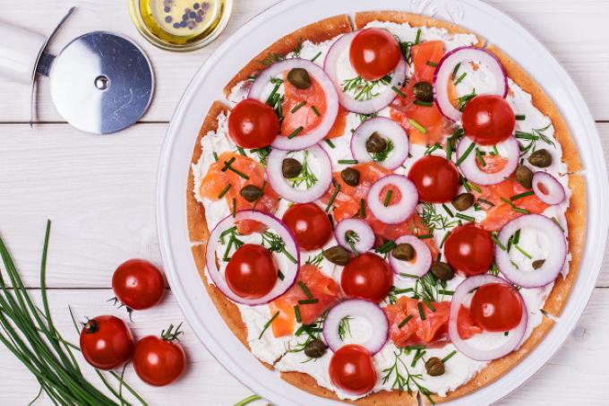 picca-s-semgoj-syrom-i-pomidorami