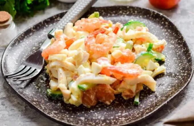 salat-s-moreproduktami-i-krasnoj-ryboj