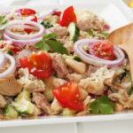 salat-s-tuncom-fasolyu-i-ovoshami