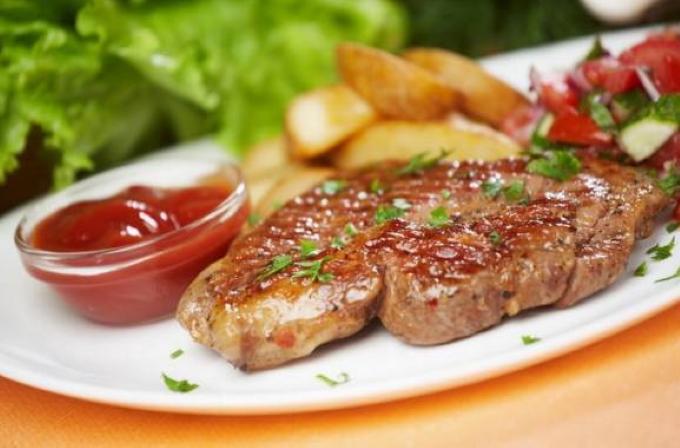 steik_iz_svinini_na_skovorode