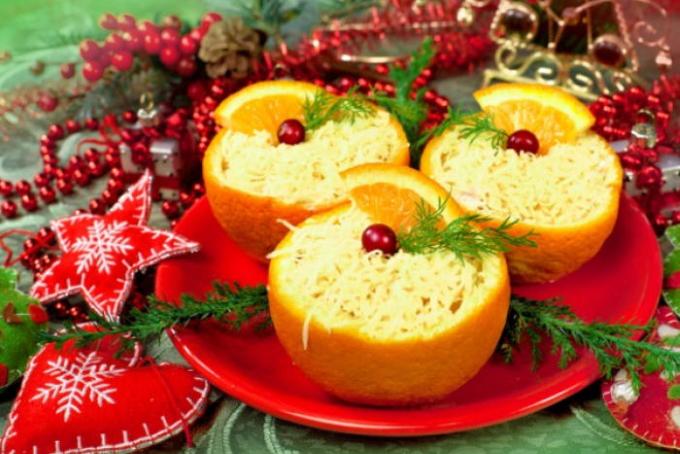 syrnyj-salat-v-apelsinovyx-chashechkax