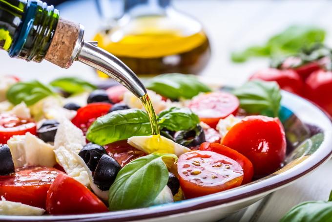 zapravka-dlya-grecheskogo-salata-s-olivkovym-maslom