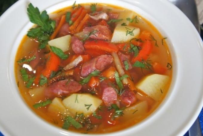 ostryj-ispanskij-sup-s-kolbaskami