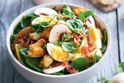 salat-iz-shpinata-s-bekonom