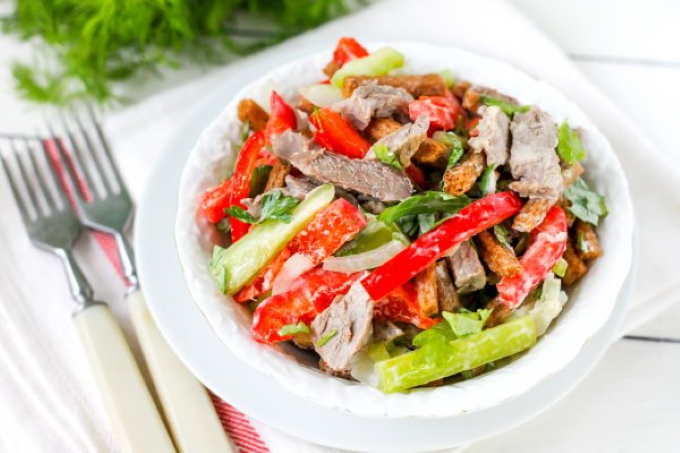 salat-s-govyadinoj-i-bolgarskim-percem