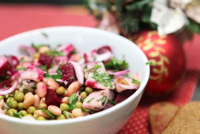 salat-s-seldyu-i-ovoshami