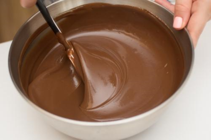 shokoladnaya-glazur-iz-kakao-i-moloka