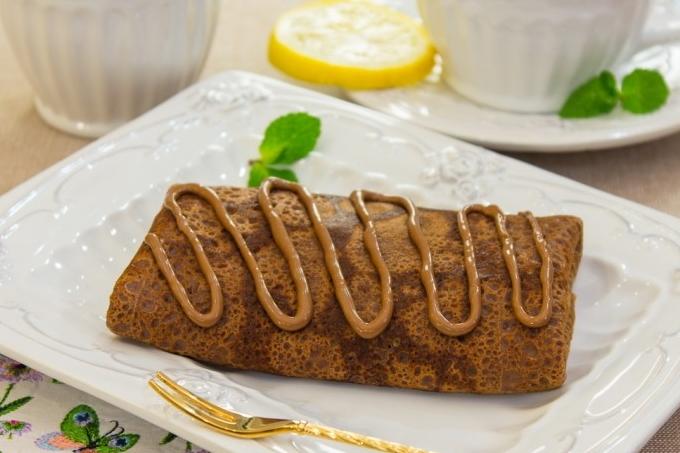 shokoladnye-blinchiki-s-bananami-i-orexami