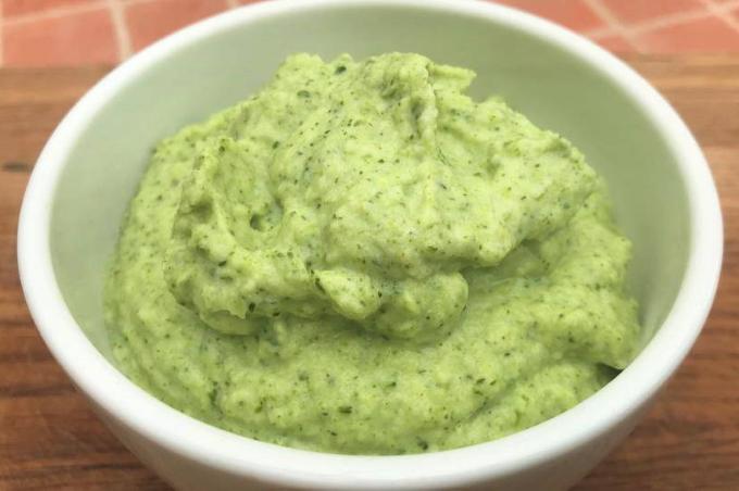 slivochnyj-sous-iz-brokkoli