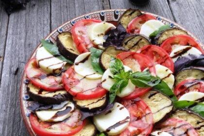 salat-kapreze-s-baklazhanami