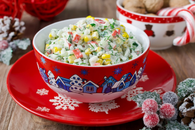 salat-s-krabovymi-palochkami-kukuruzoj-i-ogurcami