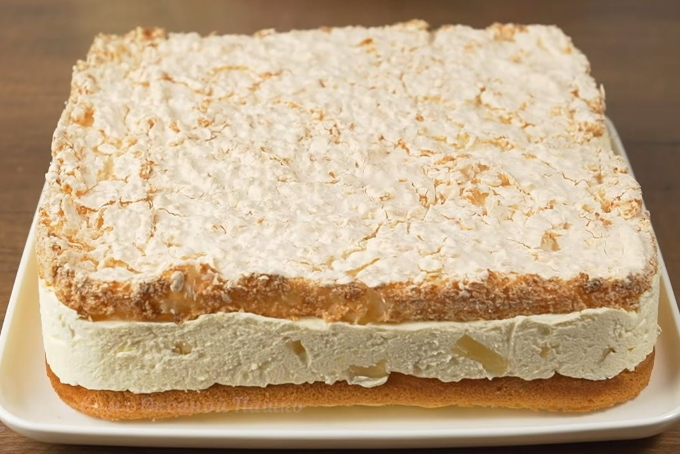 tort-s-ananasom-i-kokosovym-beze