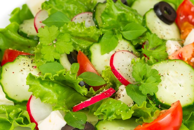 grecheskij-salat-s-rediskoj