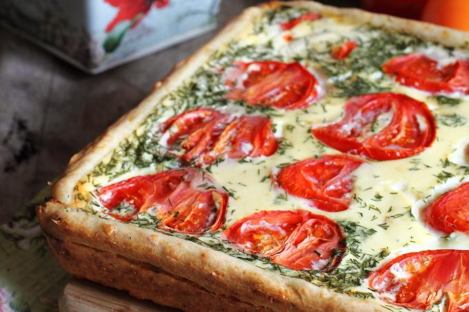 pirog-s-syrom-i-pomidorami