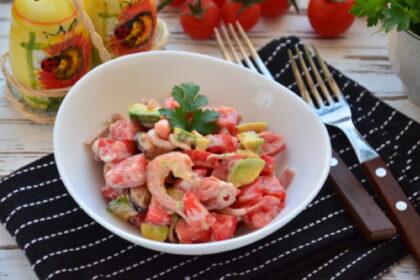 salat-s-avokado-i-moreproduktami