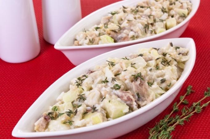 salat-s-kartoshkoj-seledkoj-i-yablokom