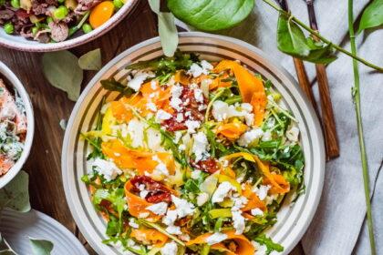 salat-s-vyalenymi-tomatami-i-cvetnoj-kapustoj