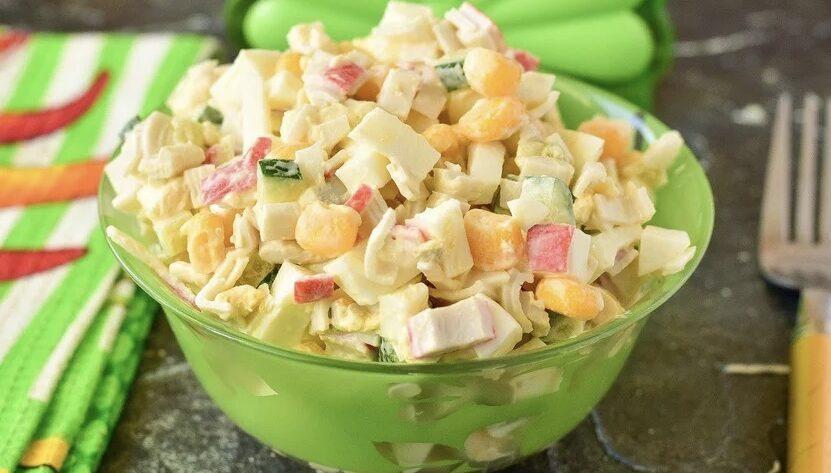 Крабовый салат по-новому — интересный и вкусный рецепт