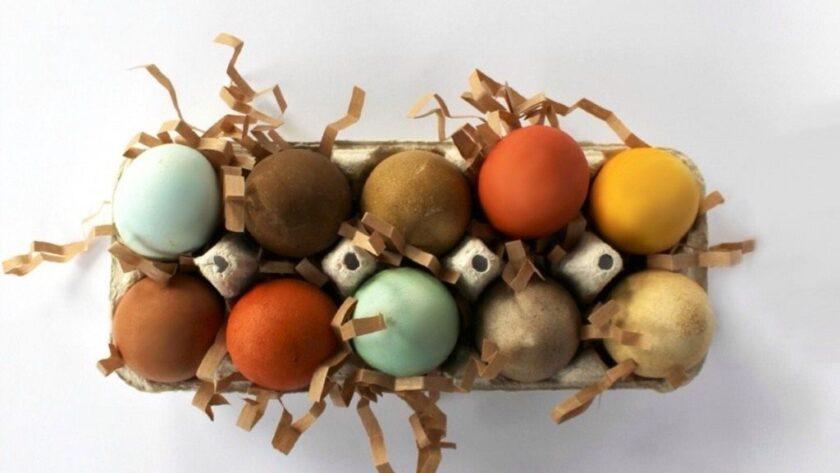 Как покрасить яйца к Пасхе натуральными продуктами