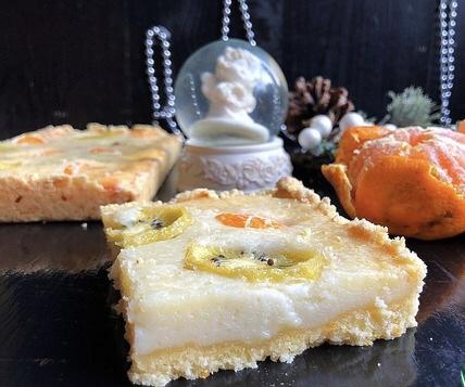 Сметанный пирог с мандаринами и киви