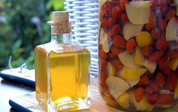 Наливка из шиповника в домашних условиях – с айвой и медом