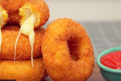Луковые кольца с сыром.