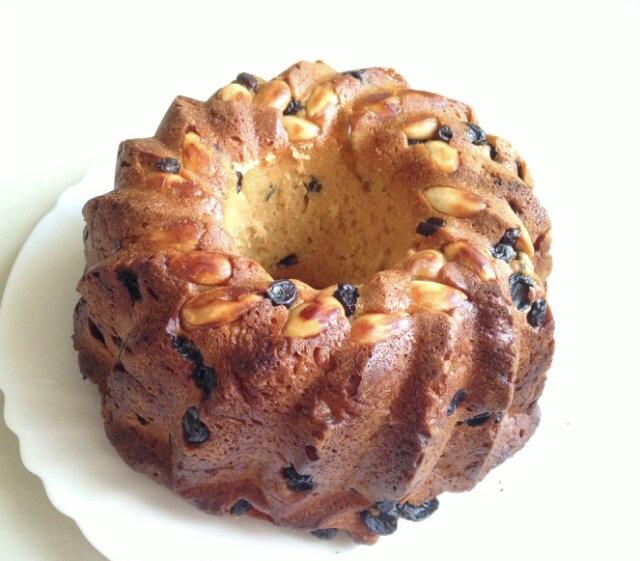 Гугельхопф (немецкий пасхальный кекс) без сахара с миндалем и изюмом