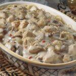 Вермишелевая запеканка с куриным филе, грибами и вишнями