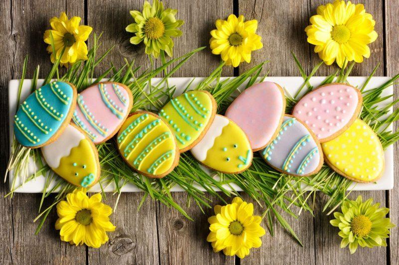Сахарное печенье на Пасху с цветной глазурью