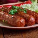 Домашние сосиски из свинины придутся по вкусу всей семье, готовятся легко и быстрой