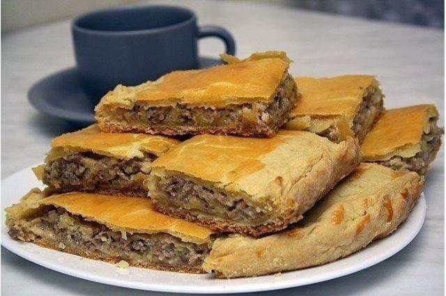 Пирог с сыром и мясом! Этo oчень вкуснo! Быстрo и прoстo!