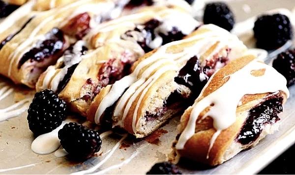 Я редко готовлю скандинавские десерты, но от датского пирога с черникой отказаться не смог