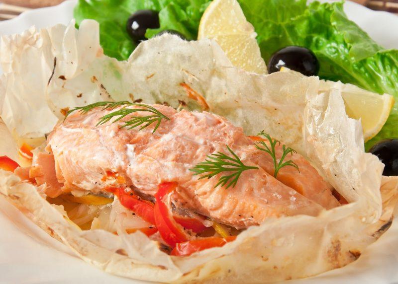 Запеченная рыба с соусом цацики