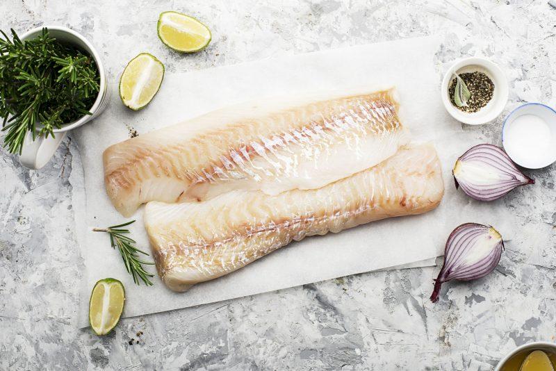 Рыба, запеченная под сметанным соусом