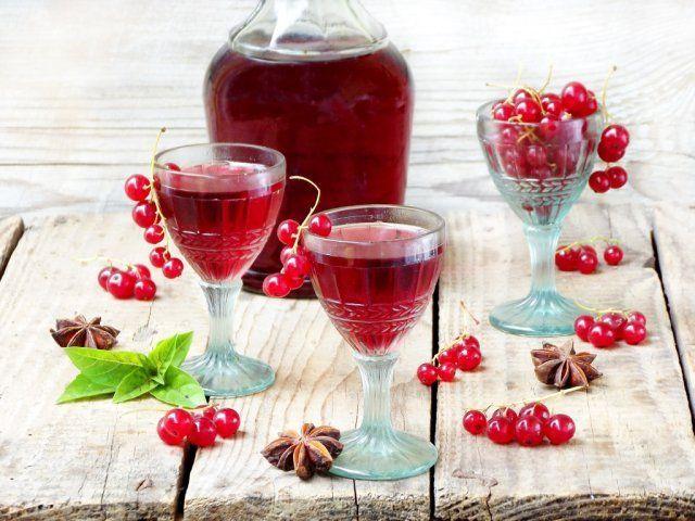 Настойка из красной смородины на спирту
