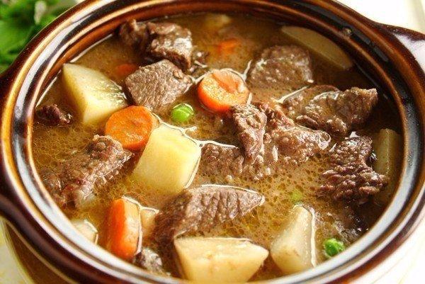 Горшочки с мясом и картофелем