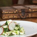 Вегетарианский салатиз огурца с яйцом