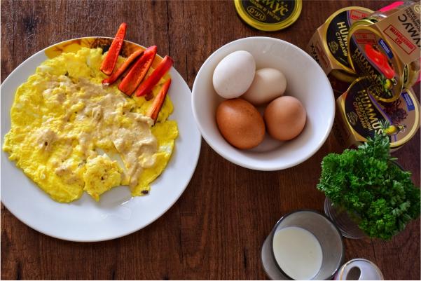 Омлет и яичница с хумусом