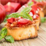 Пикантные помидоры с чесноком и зеленью