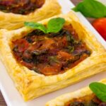 Тарты с помидорами и луком