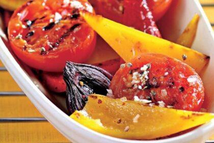 salat-iz-zharenyx-percev-i-pomidorov