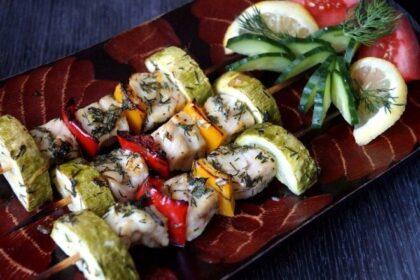 Рыбные шашлычки с кабачком и перцем