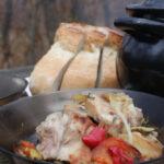 Свиные рёбрышки с овощами в горшочке на углях