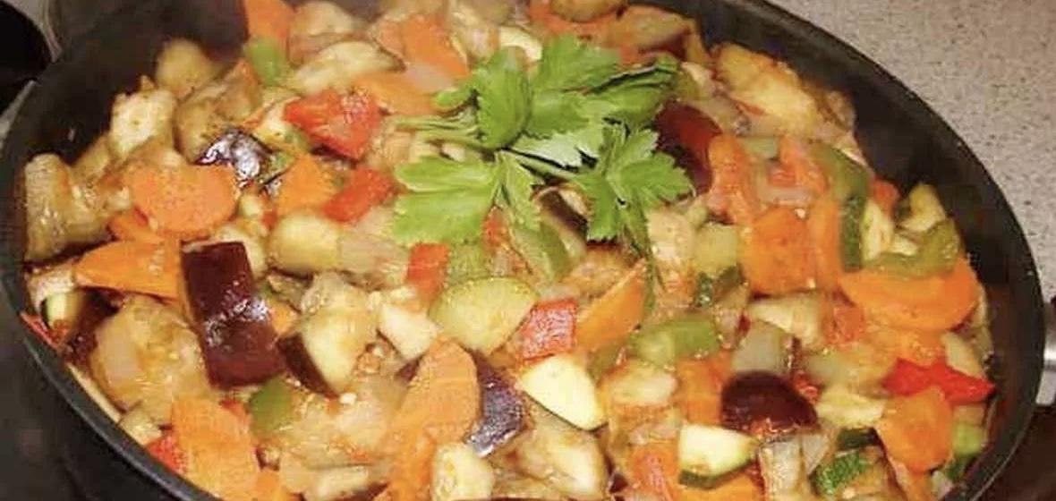 Рагу с кабачками, картошкой, молодой капустой и фаршем