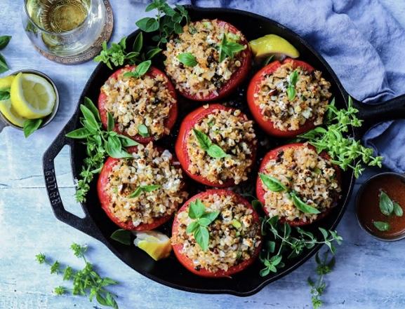 Помидоры, фаршированные рисом и болгарским перцем.