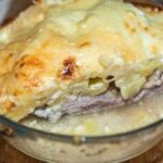 Мясо по-капитански с сыром под соусом бешамель