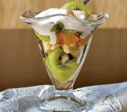 Фруктовый салат с зефирным кремом