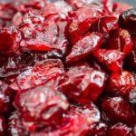 Вяленая вишня — особая заготовка на зиму. Такие ягодки не сравнить с замороженными или консервированными: попадаясь в выпечке, креме или желейных десертах, они приятно радуют своим кисло-сладким вкусом и приятной упругой текстурой. Процесс заготовки вяленых вишен схож с приготовлением клубничных цукатов. Сначала ягоды необходимо проварить в сиропе, а затем просушить в духовке или специальной сушке. Если не произвести всех указанных манипуляций, ягоды останутся кислыми, да и вялить их придется дольше. Из 2,5 кг свежих вишен вы получите 500 г вяленых и баночку сиропа (литраж будет зависеть от сочности, у нас вышло чуть больше 1 л). Поверьте, оно того стоит, ведь в итоге вы получите продукт, который будете добавлять и в куличи, и в песочные, слоеные пироги или просто подавать к чаю. Ингредиенты Вишня — 2,5 кг Сахар — 1 кг Приготовление Вишню промойте проточной водой. Если есть подозрения, что в ягодах завелись червячки, замочите вишню в подсоленной воде на 20 минут, затем слейте жидкость и еще раз сполосните чистой водой. Очистите вишню от косточек и засыпьте сахаром, оставьте на 4–5 часов, чтобы ягоды пустили сок и напитались сладостью. Процедите сироп и вылейте его в большую кастрюлю, доведите до кипения. Выложите в сироп ягоды, помешивая, томите на медленном огне в течение 10 минут. Снова дайте сиропу стечь. Сироп можно закатать в стерилизованной банке или сразу использовать в приготовлении десертов, например пропитать им бисквит. Застелите противень пергаментом для выпечки, выложите на него вишню в один ряд. Постарайтесь расположить ягоды так, чтобы они не соприкасались друг с другом. Отправьте вишню в разогретую до 80 градусов духовку и вяльте с приоткрытой дверцей в течение 1,5 часа. Затем понизьте температуру до 50 градусов и томите ягоды еще 2,5 часа. Готовые ягодки должны получиться мягкими и при надавливании не выделять сок. Хранить такую вишню удобно в стеклянных банках в прохладном месте, можно в холодильнике.