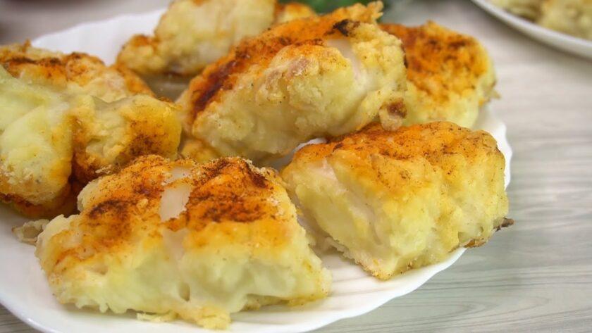Рыба в духовке по вкусу и виду как жаренная на сковороде. Рыбка получается очень вкусная, сочная и нежная. Подать можно с любым гарниром.