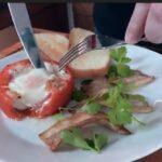 Идеально для завтрака - яичница запеченная в томате | Идея для завтрака